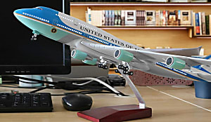 You deserve to have exquisite airplane models of major airlines.